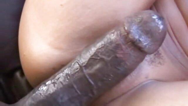 La plantureuse sex xxx vierge amateur Dolly se masturbe la chatte