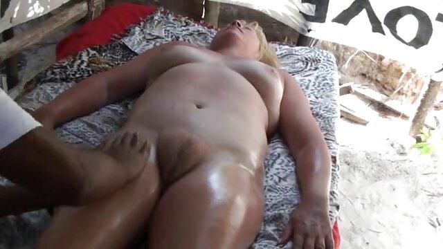 Gros seins naturels et gros butin xnxx vierge