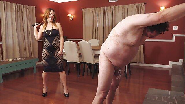 Frapper en plein air film porno de fille vierge avec la fille aux gros seins Sandy Simmers